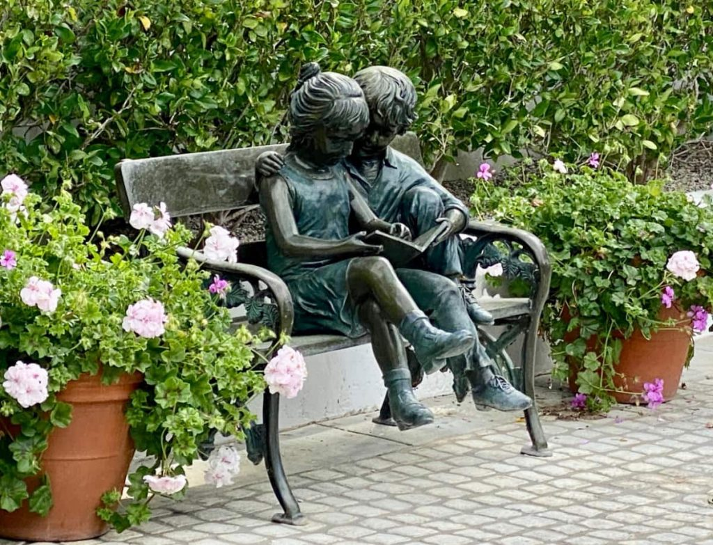 Toluca Lake Bench with Sitting children sculptures